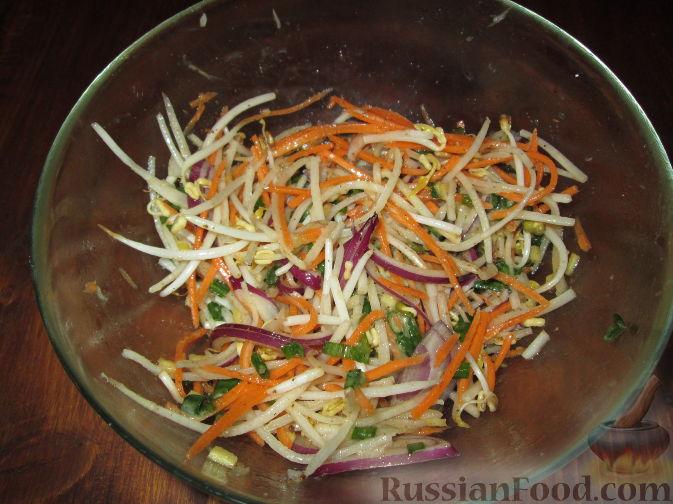 Рецепт Салат с дайконом и ростками сои