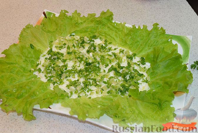Фото приготовления рецепта: Салат с крабовыми палочками - шаг №2