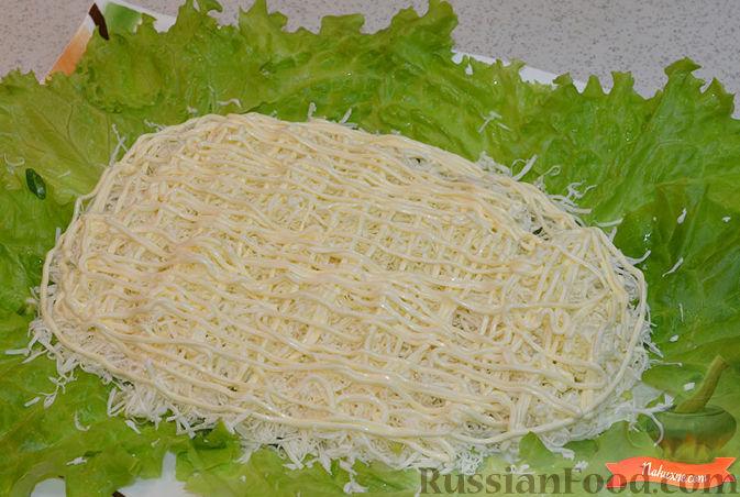 Фото приготовления рецепта: Салат с крабовыми палочками - шаг №4