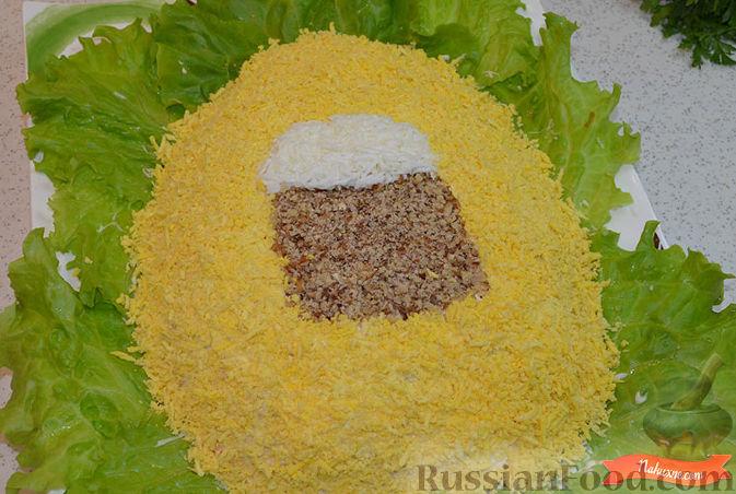 Фото приготовления рецепта: Салат с крабовыми палочками - шаг №9