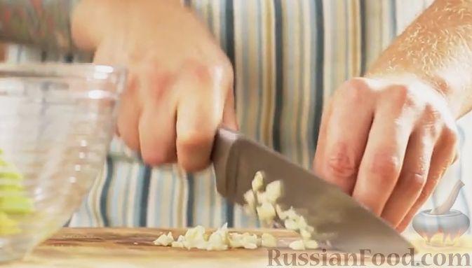 Фото приготовления рецепта: Рагу с картофелем, фасолью и тефтелями, тушенными с грибами и вином - шаг №13