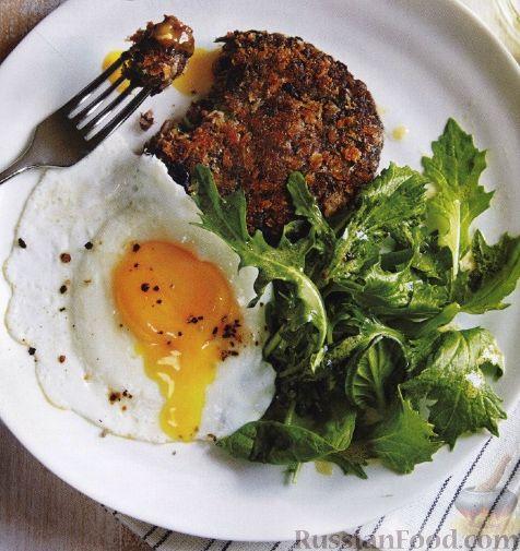 Рецепт Фасолевые котлеты с жареным яйцом и зеленым салатом