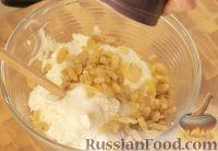 Фото приготовления рецепта: Творожная запеканка с курагой - шаг №3
