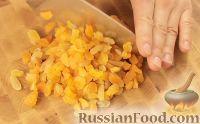 Фото приготовления рецепта: Творожная запеканка с курагой - шаг №5