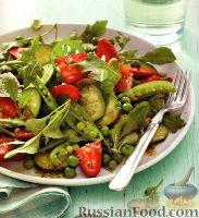 Фото к рецепту: Овощной салат с клубникой