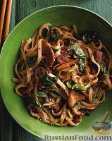 Фото к рецепту: Стир-фрай с грибами, мясом и рисовой лапшой