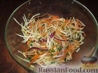 Фото к рецепту: Салат с дайконом и ростками сои