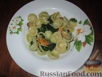 Фото к рецепту: Паста орекьетте с листьями репы и мидиями
