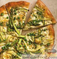 Фото к рецепту: Пицца с фенхелем, спаржей и зеленым горошком