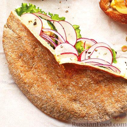 Рецепт Пита, начиненная хумусом и весенним салатом