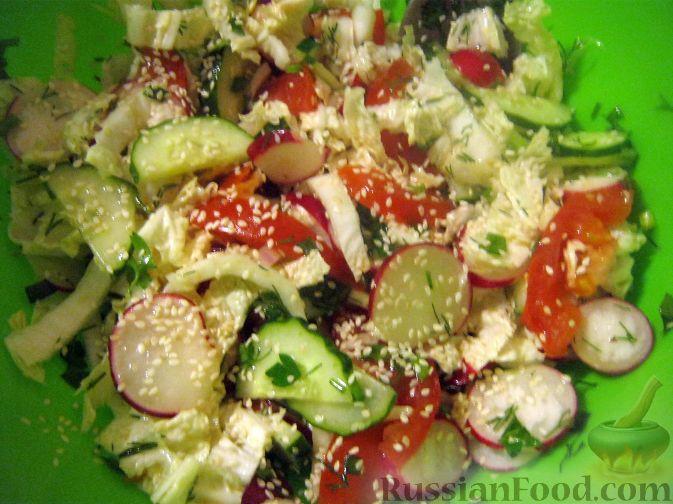 Рецепт Салат овощной с редисом и семенами кунжута