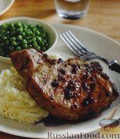 Фото к рецепту: Свиные стейки с ягодным соусом