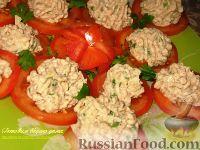 Фото к рецепту: Закуска из фасолевого паштета на помидорах