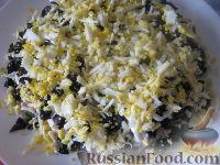 """Фото приготовления рецепта: Салат из курицы с черносливом """"Дамский каприз"""" - шаг №10"""