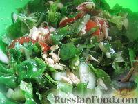 Фото к рецепту: Американский салат со шпинатом и индейкой
