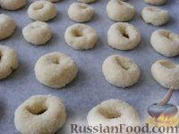 """Фото приготовления рецепта: Печенье на пиве """"Сахарное"""" - шаг №7"""