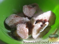 Фото приготовления рецепта: Минтай с овощами в томатном соусе - шаг №3