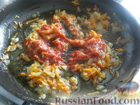 Фото приготовления рецепта: Минтай с овощами в томатном соусе - шаг №9