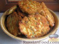 Фото к рецепту: Куриные оладьи с зеленью и сыром