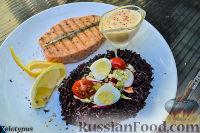Фото к рецепту: Стейк из лосося, с черным рисом