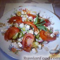 Фото к рецепту: Легкий салат с брынзой