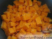 Фото приготовления рецепта: Каша рисовая с тыквой на молоке (в мультиварке) - шаг №3