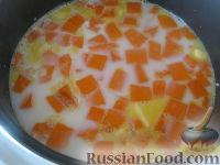 Фото приготовления рецепта: Каша рисовая с тыквой на молоке (в мультиварке) - шаг №7
