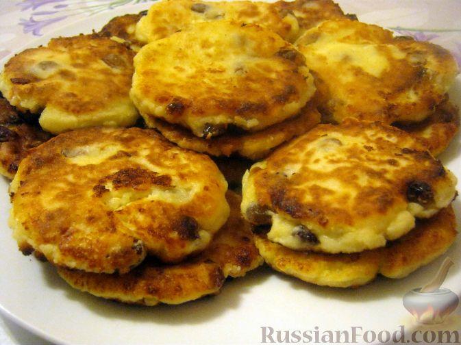 Рецепт Пышные сырники с изюмом