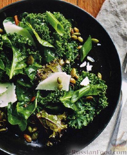 Рецепт Салат из капусты кале и листьев свеклы
