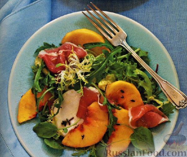 Рецепт Зеленый салат с персиками и ветчиной прошутто