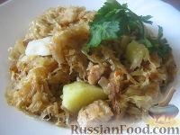 Фото к рецепту: Свинина, тушенная с картофелем и квашеной капустой