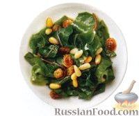 Фото к рецепту: Свекольная ботва с изюмом и кедровыми орешками