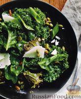 Фото к рецепту: Салат из капусты кале и листьев свеклы