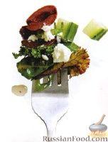 Фото к рецепту: Салат из листьев свеклы и капусты кале