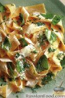 Фото к рецепту: Папарделле с сыром и шпинатом