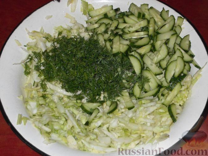 Салат и з капусты с огурцами