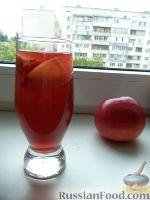 Фото к рецепту: Компот из ревеня, яблок и гвоздики