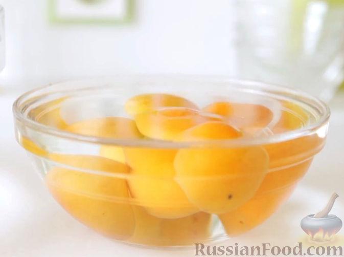 Фото приготовления рецепта: Пастила из абрикосов, клубники и черники - шаг №4