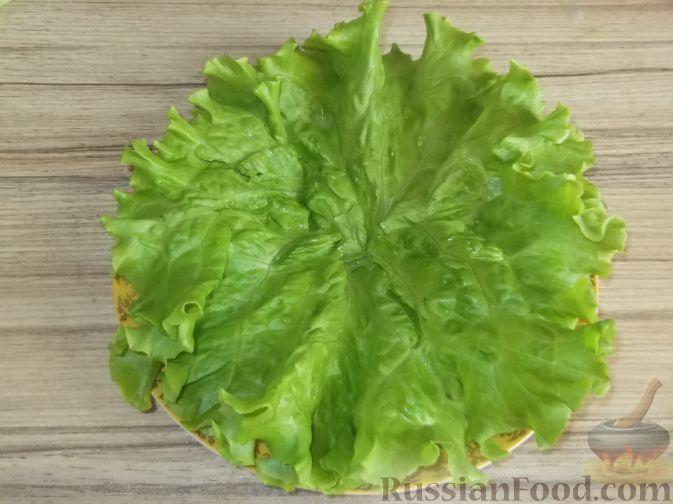 """Фото приготовления рецепта: Салат """"Праздничный"""" из креветок и авокадо - шаг №3"""