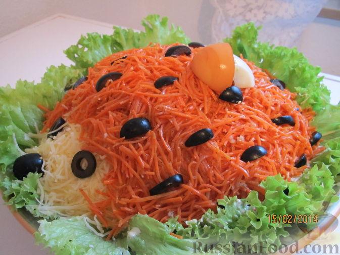 """Рецепт Салат """"Ёжик"""" с курицей, грибами и корейской морковью"""
