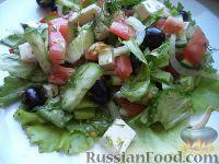 Фото к рецепту: Салат из свежих овощей с брынзой