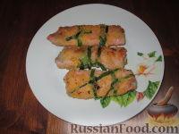 Фото к рецепту: Рулетики со спаржей и сыром