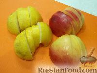 Фото приготовления рецепта: Куриные крылышки, запеченные с яблоками - шаг №6