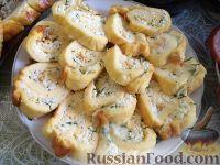 Фото к рецепту: Омлетный рулет с сыром
