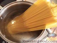 Фото приготовления рецепта: Спагетти с сыром и яйцами - шаг №5