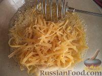 Фото приготовления рецепта: Спагетти с сыром и яйцами - шаг №10