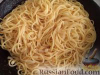 Фото приготовления рецепта: Спагетти с сыром и яйцами - шаг №12