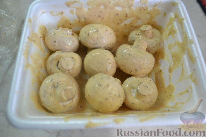 Фото приготовления рецепта: Мясные фрикадельки, запечённые в луково-морковном соусе - шаг №16