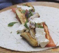 Фото приготовления рецепта: Закусочные рулеты с печеными овощами и сыром - шаг №3