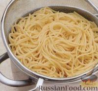 Фото приготовления рецепта: Спагетти с креветками - шаг №3
